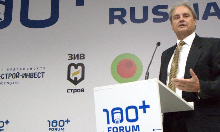 Стивен Роза выступает 100+ Forum Russia