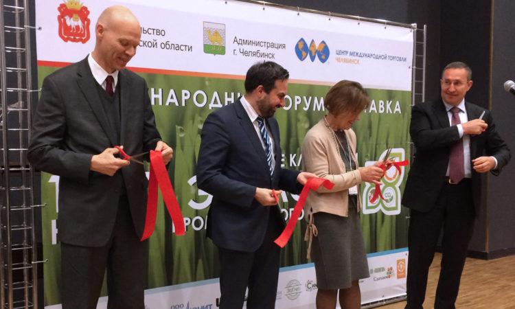 Генеральный консул США Маркус Микели принимает участие в открытии Седьмого международного экологического форума «Изменение климата и экология промышленного города» в Челябинске