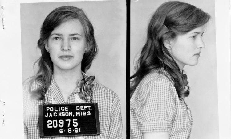 Сделанные в 1961 году полицией фотографии 19-летней Джоан Малхолланд после того, как она была арестована за попытки положить конец сегрегации на Юге США (Mississippi Department of Archives and History)