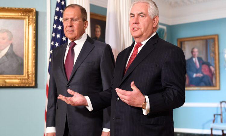 Госсекретарь США Рекс Тиллерсон и министр иностранных дел РФ Сергей Лавров. Выход к прессе перед двухсторонней встречей в Вашингтоне 10 мая 2017 г.