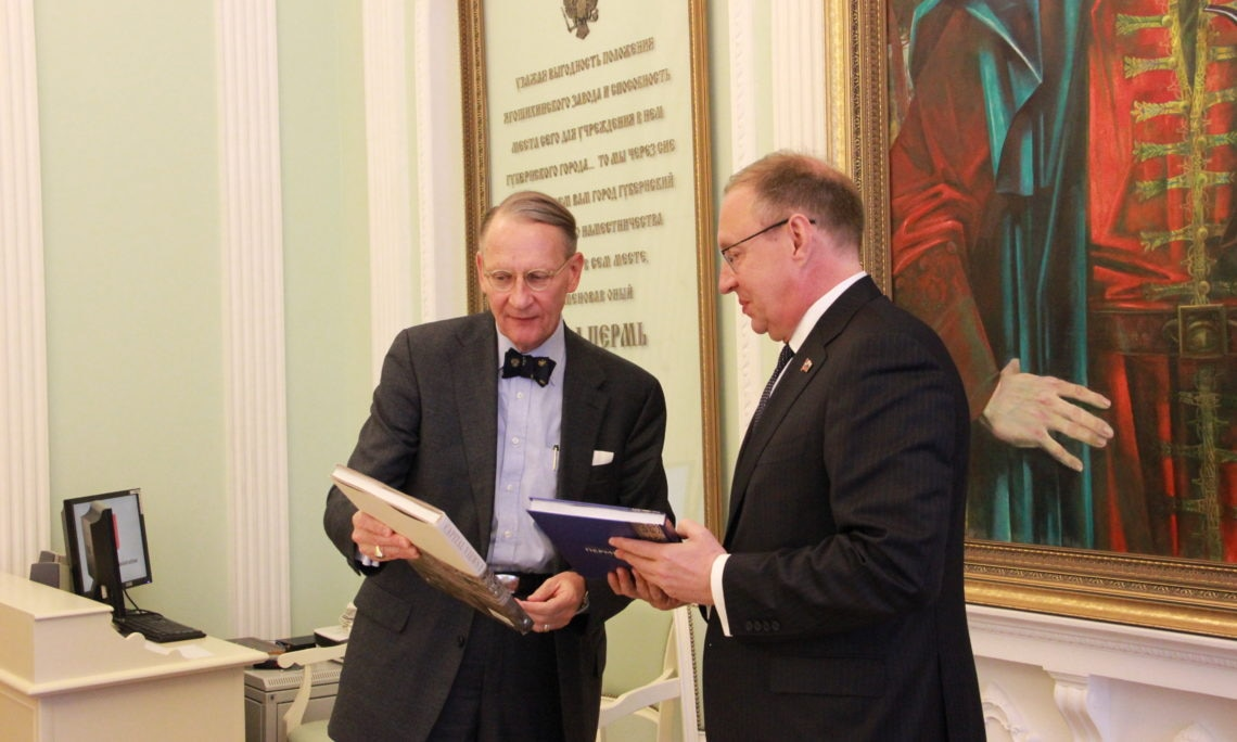 Consul General Dr. Paul Carter and Perm Mayor Dmitry Samoylov